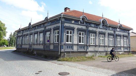 Old Rauma: Dette hus mødte os ved ankomsten til Rauma.