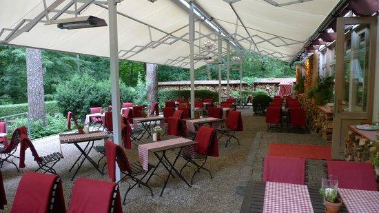 Terrasse mit Markise - Bild von Chalet Suisse, Berlin - TripAdvisor