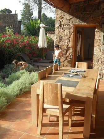 """Domaine Codaleone : La terrasse et le coin """"bain de soleil"""""""