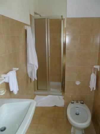 Hotel Bernina: Bagno dalla porta