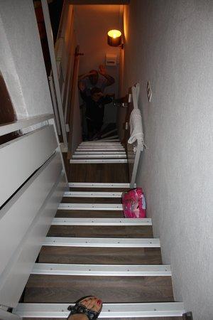 VVF Villages Saint-Lary-Soulan : Escaliers des chambres à la sortie!!