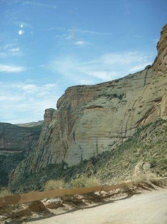 Apache Lake: cliffs