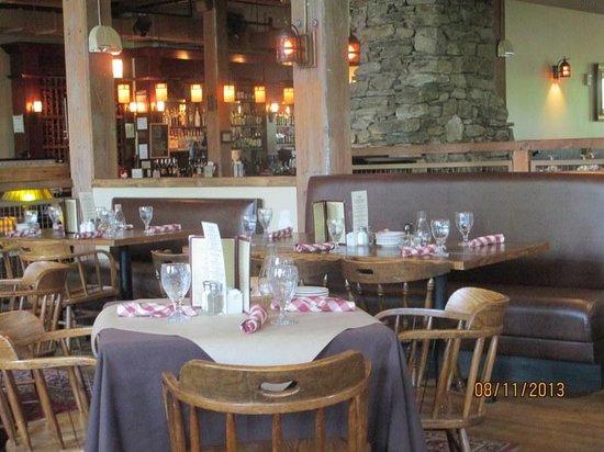 Common Man Restaurant Claremont: Dining Room