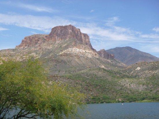 Apache Lake: beautiful mountains