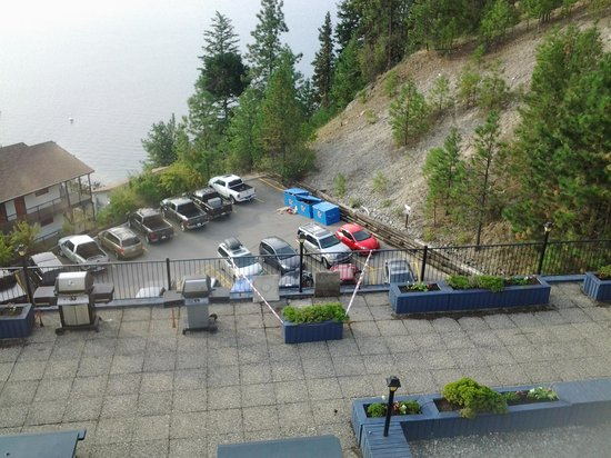 Lake Okanagan Resort: garbage everywhere
