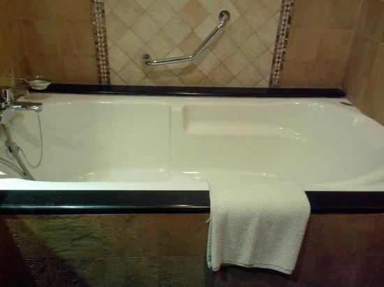 Famous Bathtub Painters Huge Professional Bathtub Refinishing Regular Bathroom Tile Reglazing Bathtub Glazing Old Resurfacing Bathtub Cost PinkBath Tile Refinishing Bathtub In Ferns Room   Picture Of Ocean Spray, Pondicherry ..
