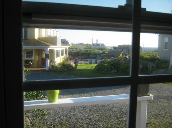 Peggy's Cove Bed & Breakfast: View through the cottage window