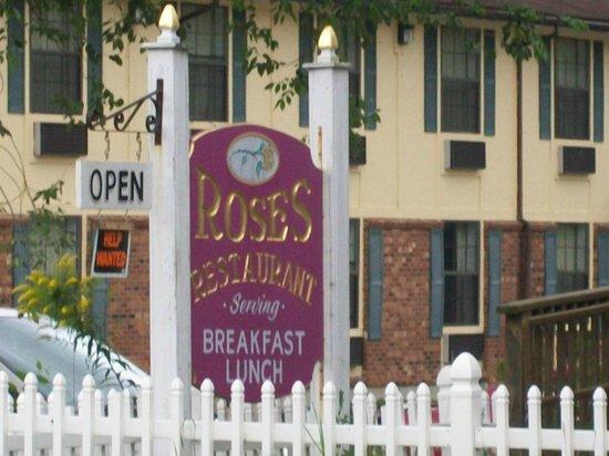 Pilgrim Inn: I didn't eat here but it's directly across the street