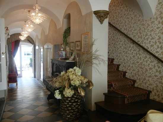 Allegro Hotel: Hotel Lobby