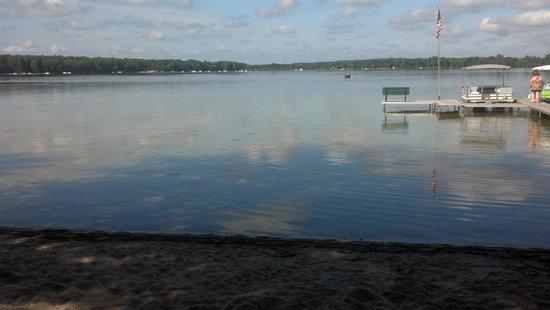 Wolf Lake Motel & Resort: Beautiful lake to wake up to & pontoon for rent