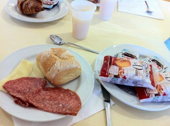 Hotel Porto Pozzo : colazione abbondante variegata e con prodotti di qualità
