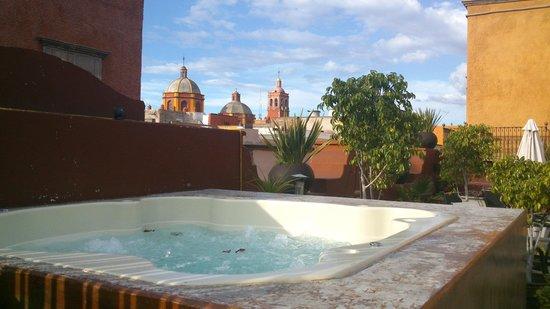La Casa del Naranjo Hotel Boutique : El jacuzzi y su vista