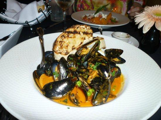 Volare Italian Restaurant Mussels In Creamy Tomato Wine Sauce