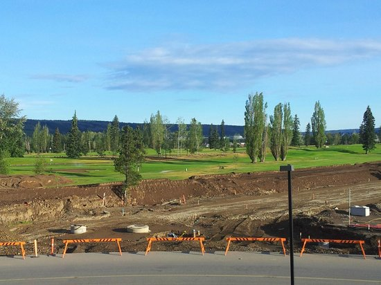Sandman Signature Prince George Hotel: Overlooking a golf course