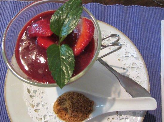 Hostellerie de Saint Front : strawberry panna cotta desert