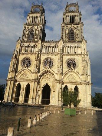 Hotel Saint Aignan : de kathedraal