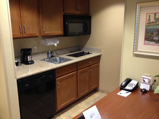 Homewood Suites by Hilton Champaign-Urbana : Kitchen