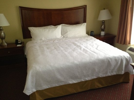 Homewood Suites by Hilton Champaign-Urbana : Bedroom