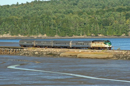 Maine Eastern Railroad: Maine Eastern rolling through Wiscasset