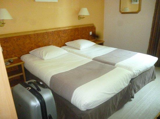 Hotel Le Biarritz: La chambre avec lit double