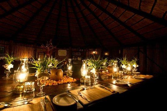 Umlani Bushcamp: Dinner table