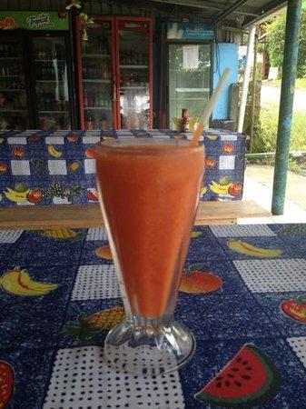 La Mesa de Mamá: papaya naturales - super fresh and good!