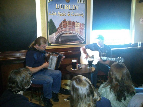 Traditional Irish Musical Pub Crawl : Great musicians.