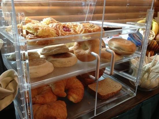 Hotel Avante, a Joie de Vivre Hotel: breakfast pastries