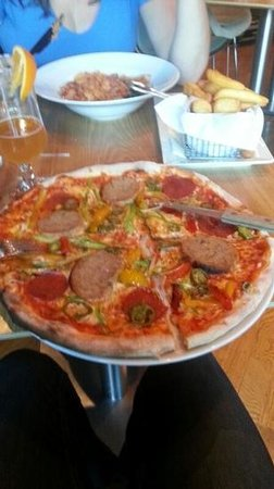 The Butlers Hotel: pizza