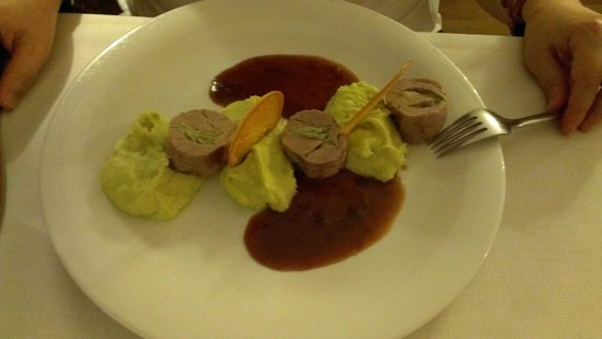 Restaurant im Seehotel Gruner Baum: Pork wit mint and pea puree. TOP choice !