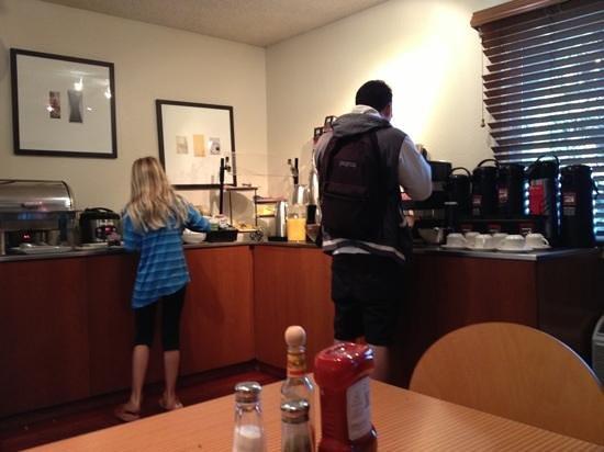 Hotel Avante, a Joie de Vivre Hotel: breakfast buffet