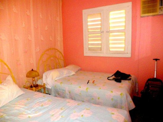 Villa Victor - Rolando y Anabel: La chambre, Climatisation, eau chaude, ventilateur, frigo