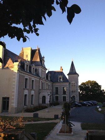 Hostellerie Chateau de la Barbiniere : Le chateau à l'heure de l'apéro