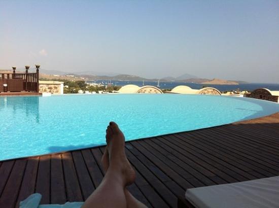 Temenos Luxury Suites Hotel & Spa: desde la piscina