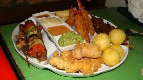 Ayahuasca Resto Bar: Piqueos calientes mmm