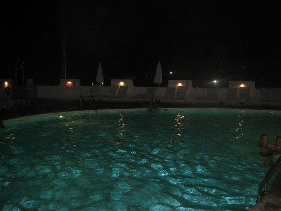 TSANotel: бассейн ночью