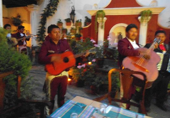 La Villa Serena: Hired a Mariachi Band for group function in interior courtyard