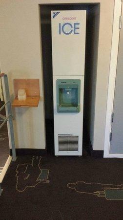 Scandic Kungsgatan: ice machine in corridor