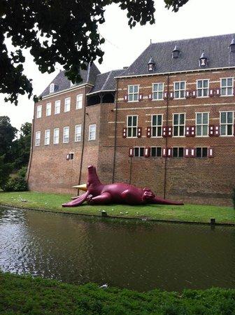 Kasteel Huis Bergh: castle Huis Bergh with dragon