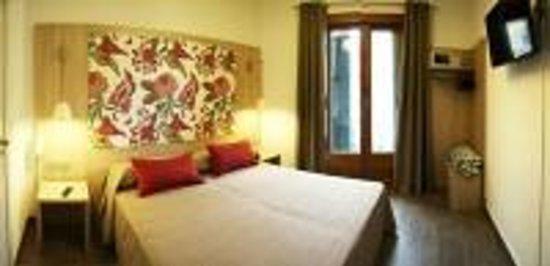 Hotel Ginebra: Habitaciones con vista su Plaza Catalunya