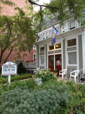 Irving House at Harvard: Front of the B&B
