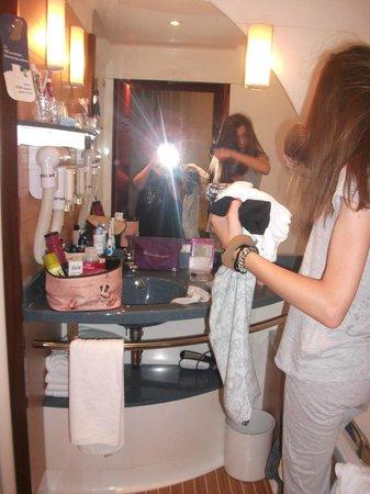 Novotel Suites Paris Montreuil Vincennes : salle de bain avec baignoire + douche juste un petit problème de plomberie mes rien de grave