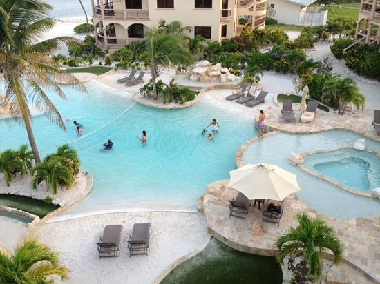 Coco Beach Resort: Front Pool from patio of sweet