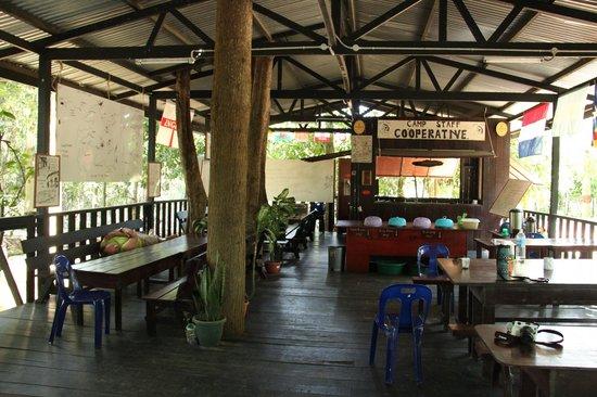 Uncle Tan Wildlife Camp: briefing, dining and partyroom