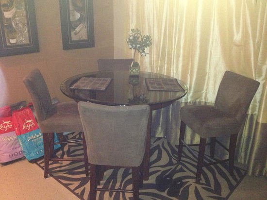 #1 Island Hideaway: kitchen table