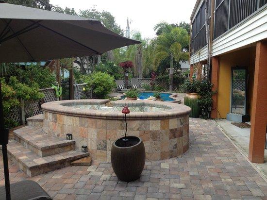 #1 Island Hideaway: backyard