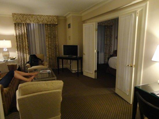 Eliot Hotel: Living Room