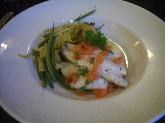 Beaufort Hotel: Sea bass with vegetables