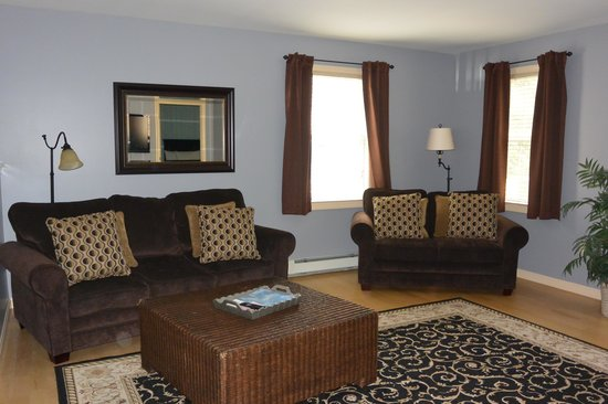 Sea Rose Suites: This is the family room, its was roomy.