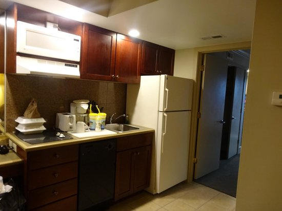 Beach Club Suites: Kitchenette with 2-burner stovetop, microwave and full size fridge!